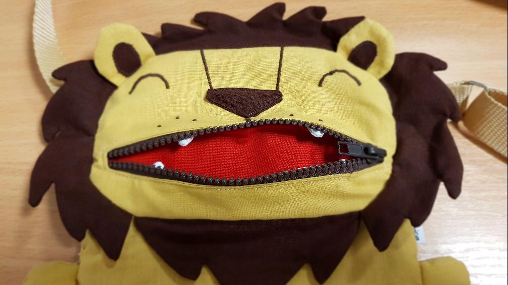 lion bag mouth teeth