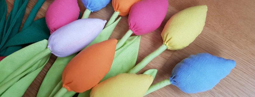 tulips red pastel detail