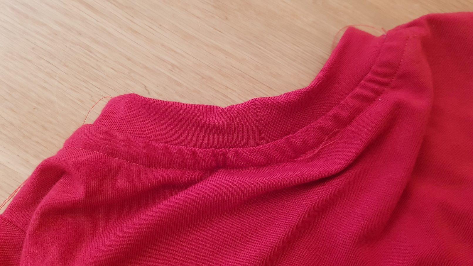 red tshirt collar back