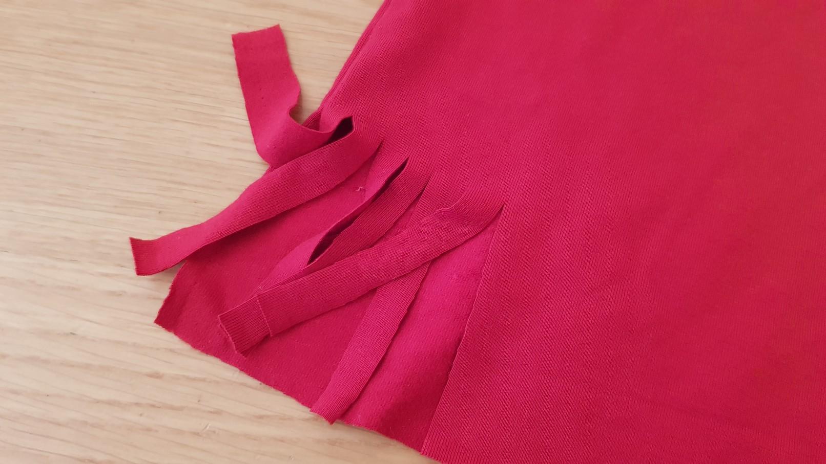 red tshirt fringe cutting