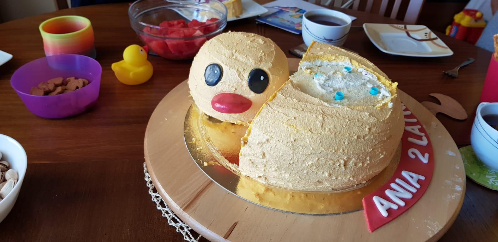 duckie birthday cake head side