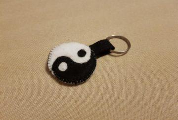 yin yang felt keychain featured