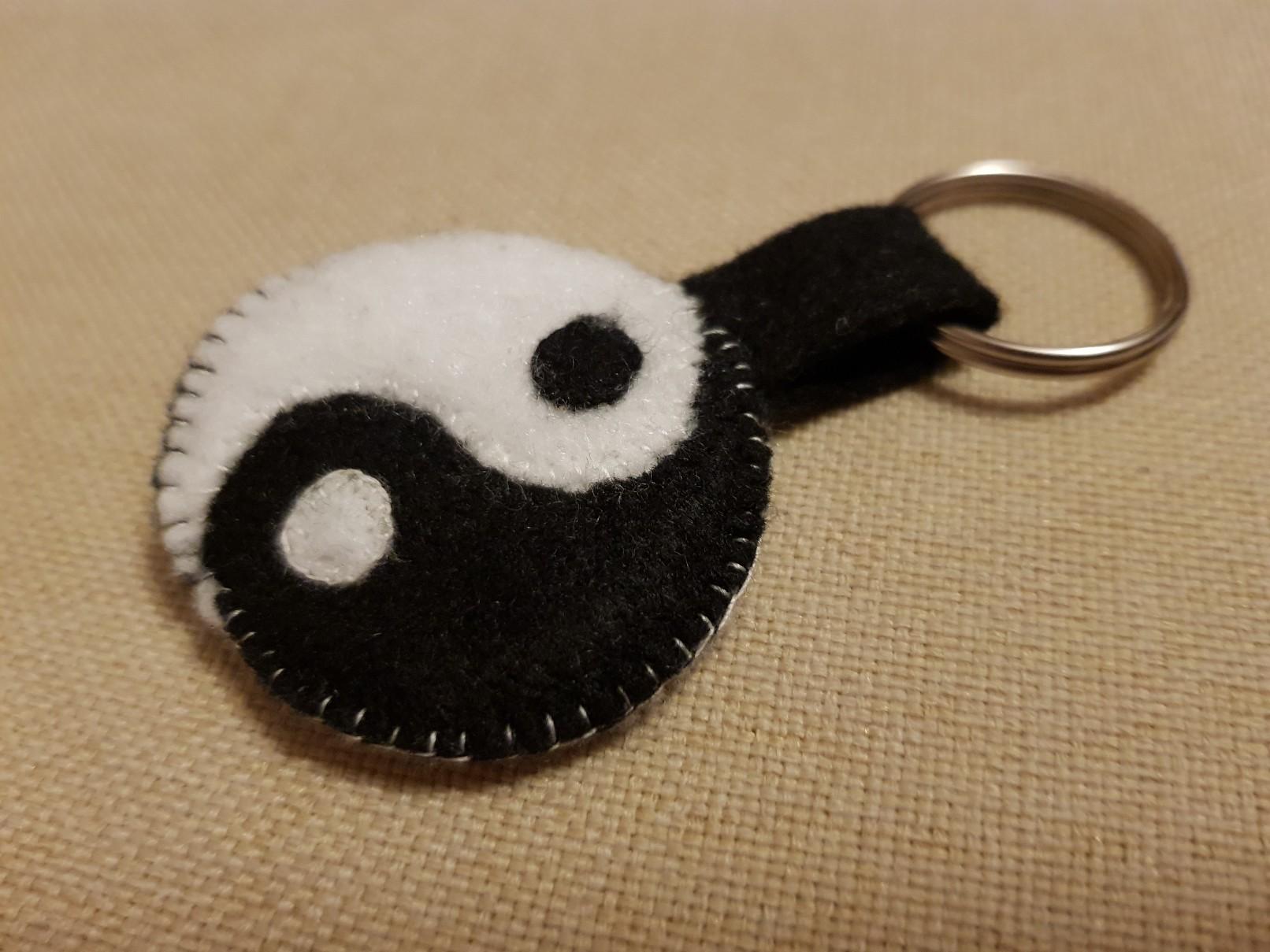 yin yang felt keychain final