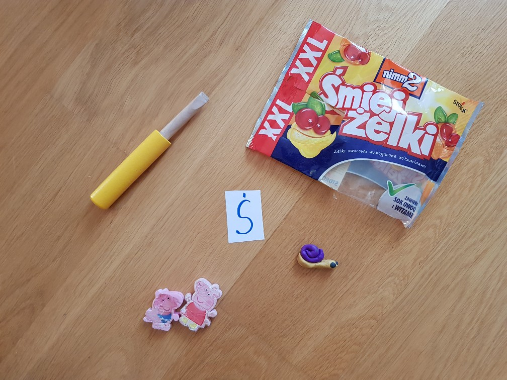alphabet game letter s acute