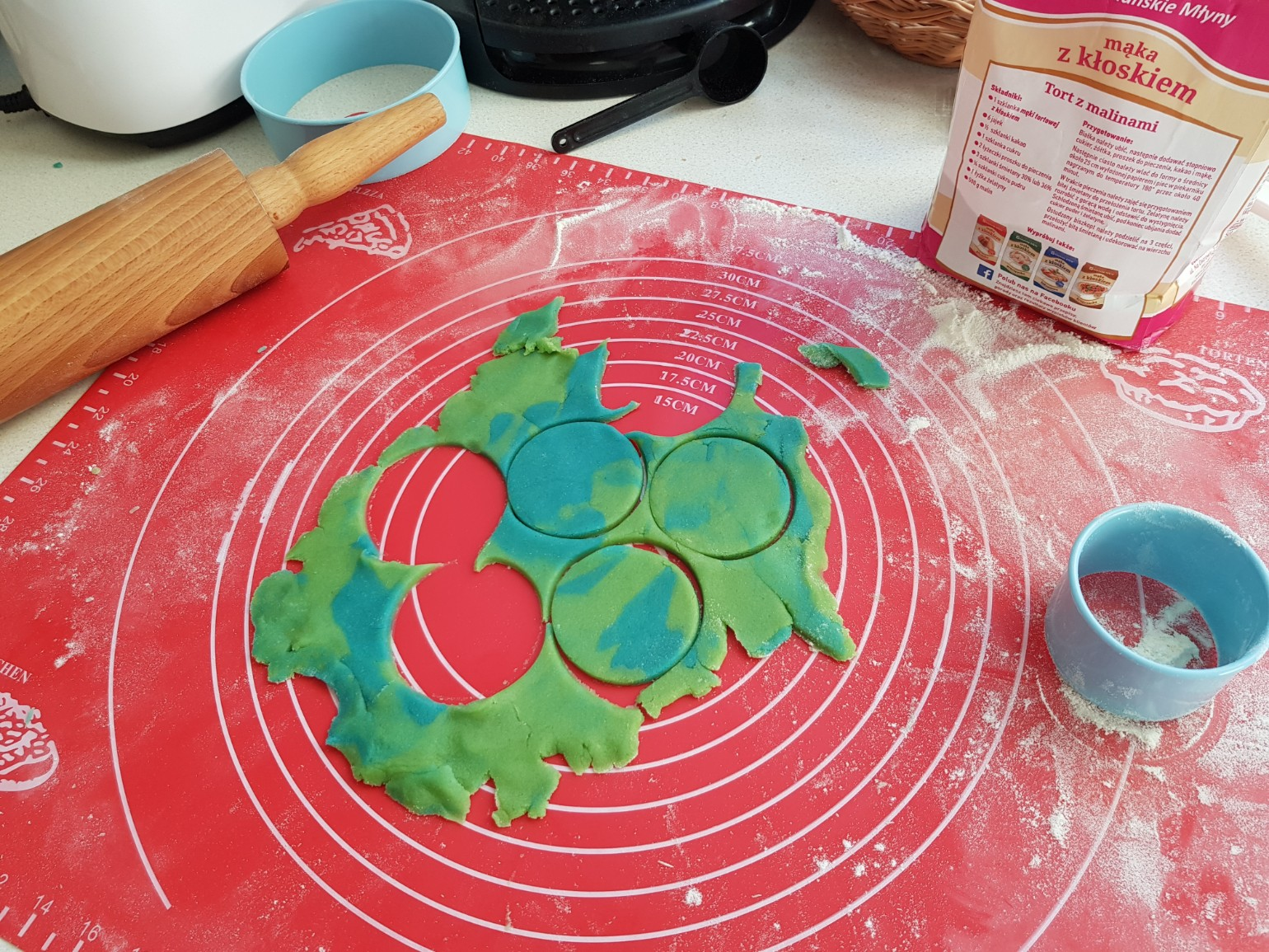 earth day cookies rolling
