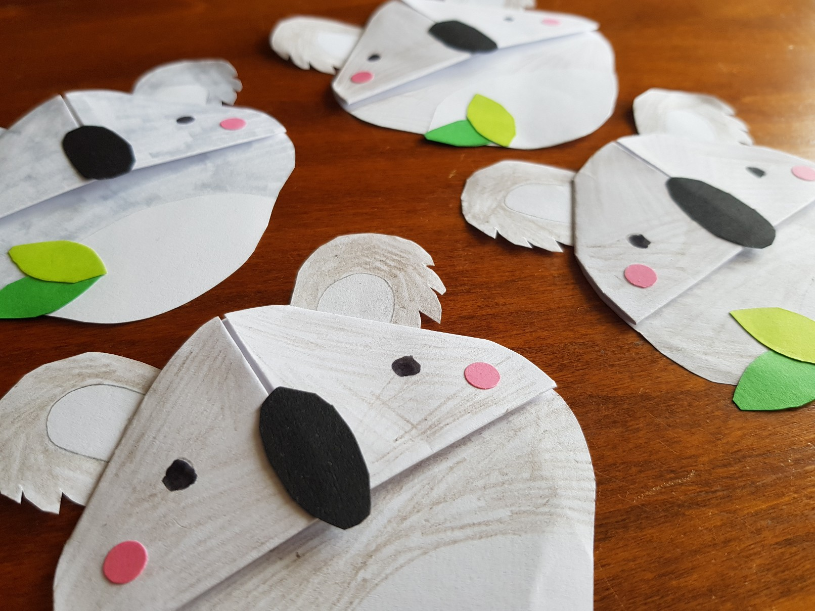corner bookmark koalas group