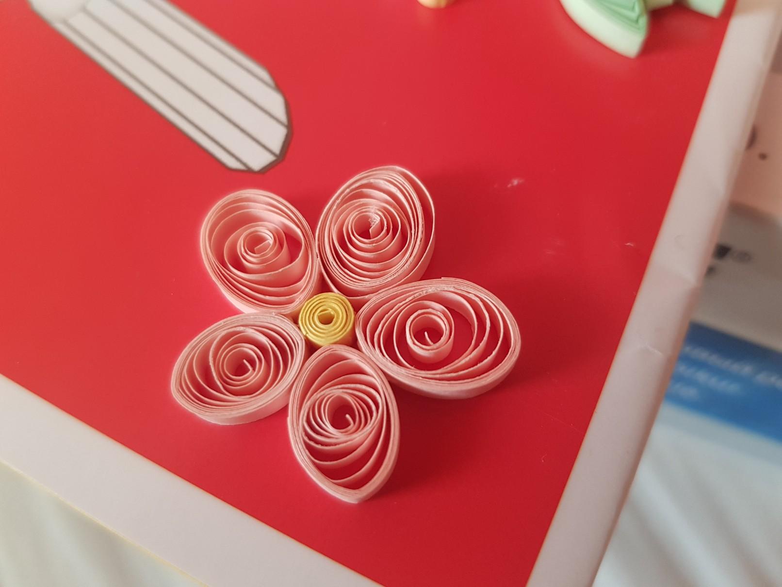 qulling easter card flower